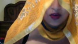 تكسب امرأة شقراء مفلس بضعة دولارات أثناء ممارسة الجنس مع شعر خشن