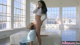 أولا يريد أن يقبلها في بوسها ثم أنها تمتص والملاعين له