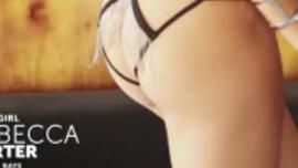 ريبيكا تمارس الجنس الشرجي في غرفة معيشتها في منتصف النهار