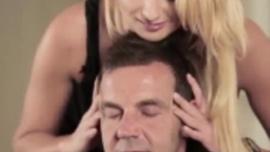 قررت إيفانا شوجر أن تجرب عمل الفيديو الجنسي ، لذا قامت بممارسة الجنس مع زوجها السابق قبل أن تمارس الجنس