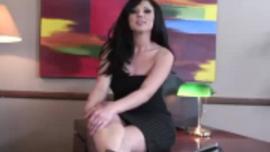آفا روز هي امرأة ذات ثدي كبير تحب ركوب الديك كل يوم