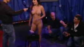 تتعرض جيسيكا جايمز للاستغلال من الخلف وتشتكي من المتعة أمام حبيبها