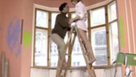 امرأة سمراء لاتينية ، آنا روز قضت إجازة مع صديقتها ومارس الجنس معها في ورشة عمل سانتا
