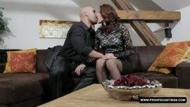ممارسة الجنس مع امرأة سمراء جميلة الساخنة في كس
