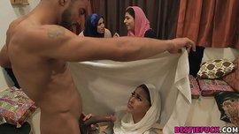 سكس عرب جماعي ساخن نيك بنات عرب محجبات بزبر اسمر طويل
