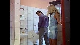 سكس محارم في الحمام شاب ينيك مرات ابوه في الحمام بزبه الكبير