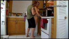 نيك الام الساخنة سكس محارم امهات نار فى المطبخ الام وابنها
