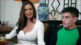سكس امهات محرومة تتناك من ابنها فى المطبخ نيك نار HD