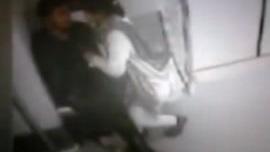 صبي مع امه غتصاب