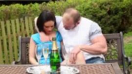 يمارس الفرخ الأشقر وزوجها السابق طريقة الجنس أكثر من النساء الأخريات اللواتي يستخدمن آلة الداعر