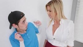 xnxx mom مترجم نيك الام الشقراء من ابنها المراهق